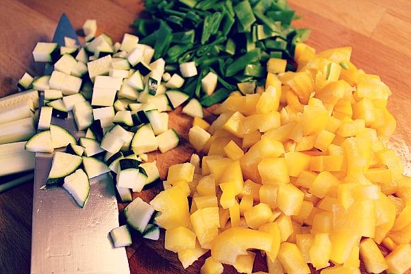 Coucous Salat, Gemüse würfeln