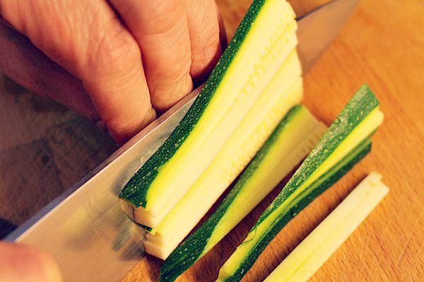 Zucchini schneiden
