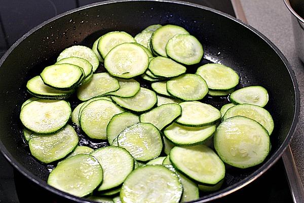 08_Zucchini scharf und kurz braten